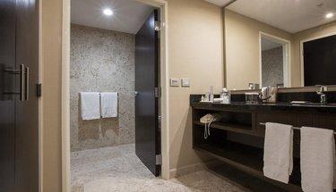 Baño Habitación Jr Suite Hotel Urban Aeropuerto Ciudad de México Ciudad de México